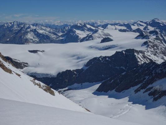 Blick ins Ötztal mit den großen Gletscherbrüchen