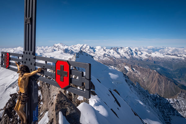 Im Hintergrund ist die Dufourspitze zu sehen