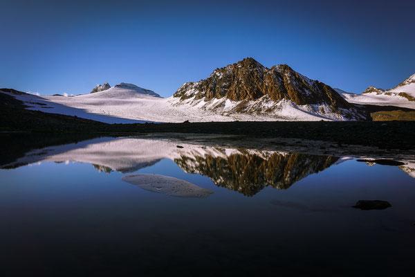 Spiegelung der Gipfel im Wasser
