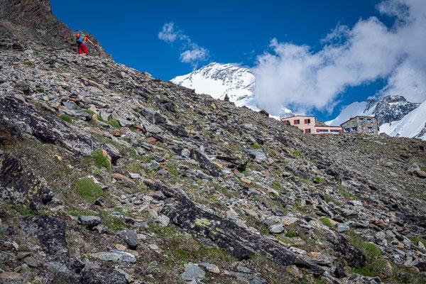Domhütte auf knapp 3000 Meter Höhe