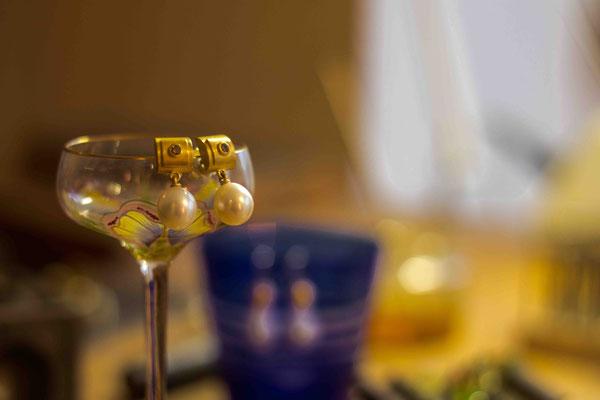 Gold 900/- | weiße Tropfenperlen, naturfarbene Brillanten