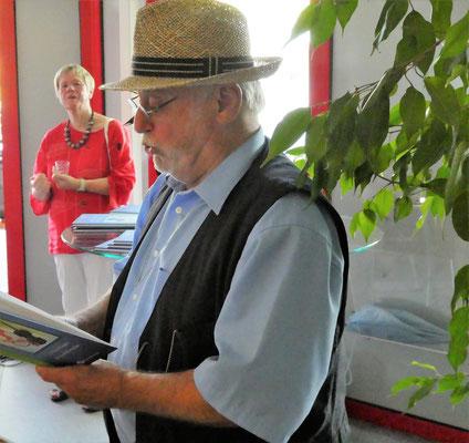 Der Autor liest Gedichte