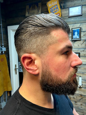 Kort opgeschoren met baard uitgebreid