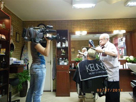 Opa tijdens opname van TV Gelderland.