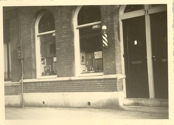 Voorzijde kapsalon Prophitius te Amsterdam (1951-1960)