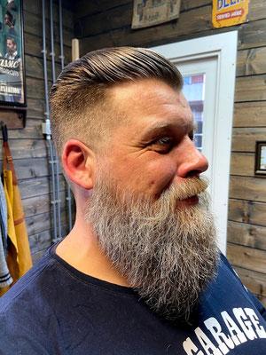 Kort opgeschoren met baard basis