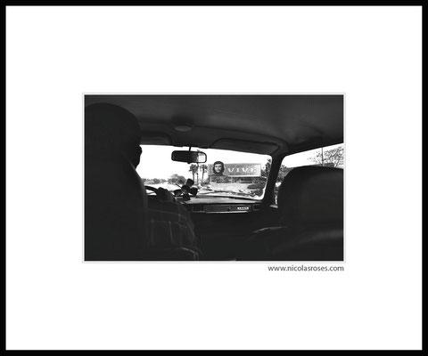TAXI CHE CUBA     > Photo 21x31cm     Passe partout blanc 50x60cm = 450€ (cadre + 50€) Nicolas Rosès Photographe