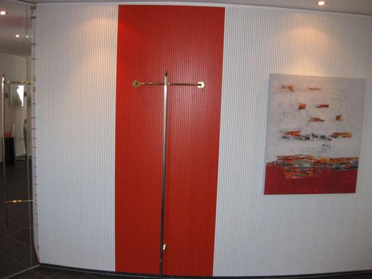 Wandverkleidung mit Topakustik 16mm Lamellen, weiss und Terracotta