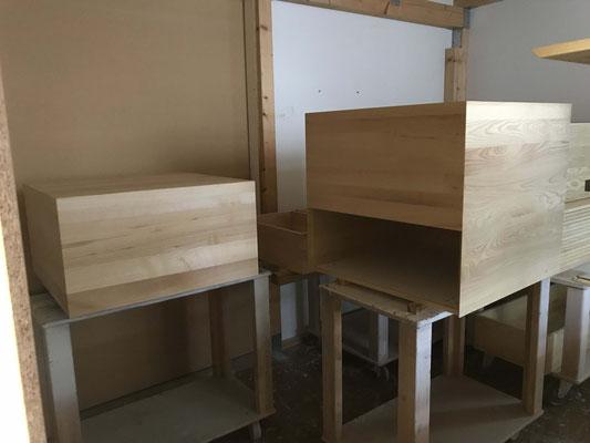 Pop-up, Rollboxen aus Esche Massivholzplattn