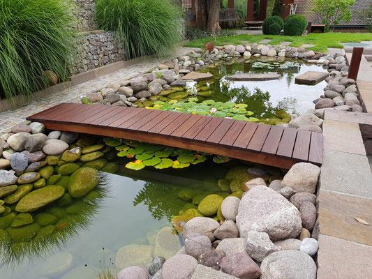Holzbrücke-Unterkonstruktion aus Robinienholz, geölt