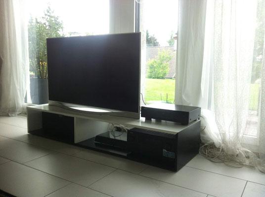 offenes TV-Möbel gespritzt weiss/schwarz