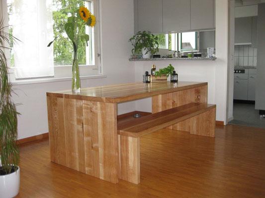 Esstisch und Sitzbank aus Eschenholz mit Braunkern