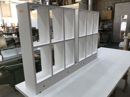 Schaufensterregale mit integrierter LED-Beleuchtung