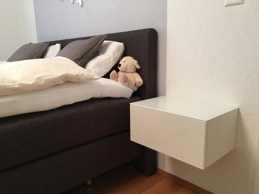 Hängendes Nachttischmöbel