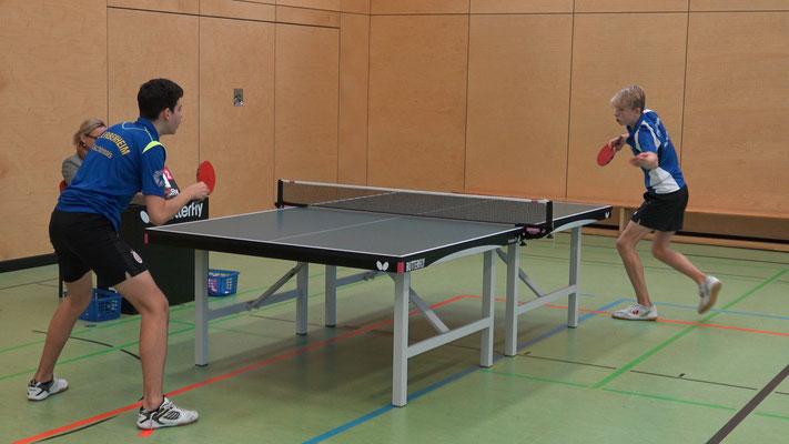 Spitzenspieler Sebastian Fischer (rechts) gewann