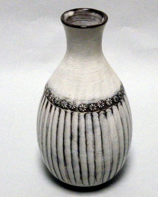しのぎ手花瓶