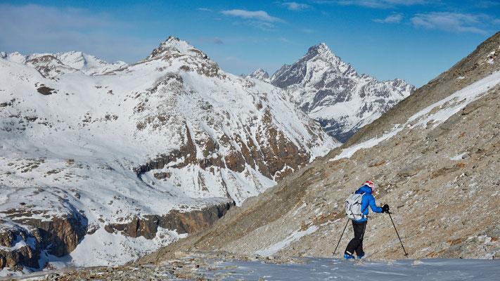 Monte Chersogno Abstieg. Monte Viso im Blick