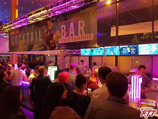 Extern betriebene Cocktailbar mit vielen exotischen Verführungen im Foyer