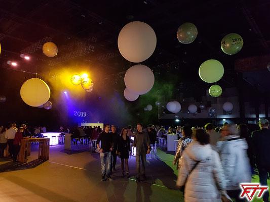 """""""Back to the future"""" Mit dem Motto Neunzigerhits wird rund in der Hälfte der Europa-Park-Arena das neue Jahr gefeiert (Aufnahmezeit: 21:27)"""