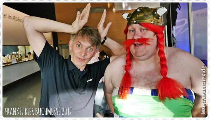 ... Asterix himself! Hier zusammen mit Klaus, Foto diesmal von mir. Gute Stimmung, könnte man sagen. :)