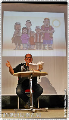 """Im Hintergrund - von Peter Schössow gezeichnet - die Kinder der """"Gang"""", die Rico und Oskar kennengelernt haben."""