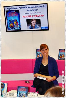 Anna Ruhe am Arena-Stand ...