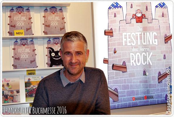 """Illustrator und Autor Boris Zatko mit seinem neuen Buch """"Die Festung des Herrn Rock"""". Lovely meeting you! :)"""