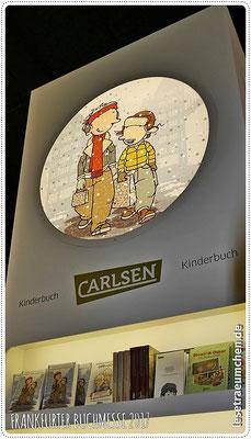 Rico und Oskar, die Süßen, hoch über dem Carlsen-Stand
