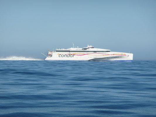 Die Condor-Fähre von Poole nach Guernsey mit über 30 Knoten