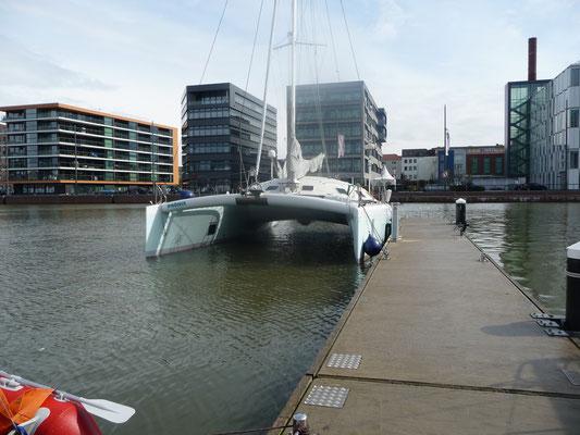 Phoenix in der Lloyd-Marina im neuen Hafen von Bremerhaven  ( 27.4.)