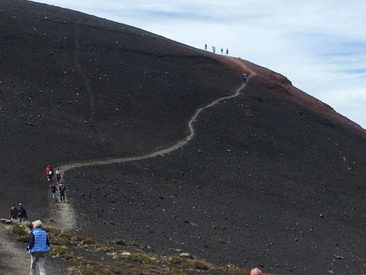 Wir marschieren Richtung Krater