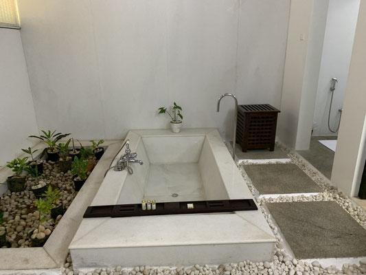 Die ebenerdige Badewanne