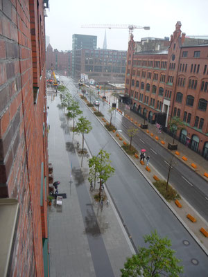 Die Shanghaiallee mit dem Prototypenmuseum gegenüber