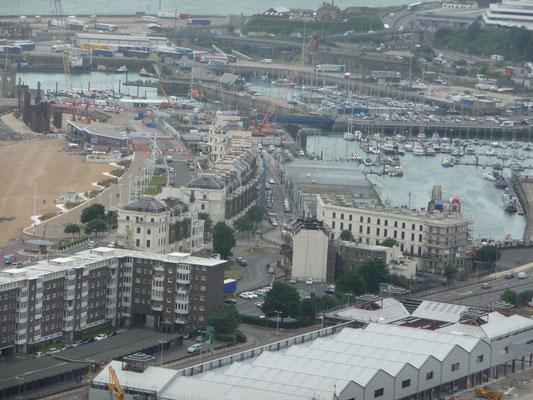 Ein Blick vom Castle auf Dover