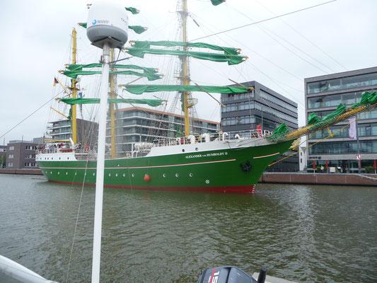 """Die """" Alexander Humboldt 2 """" im neuen Hafen von Bremerhaven"""