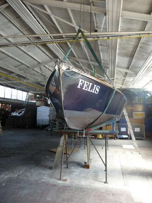 Aufgebockt kann das Unterwasserschiff in Angriff genommen werden
