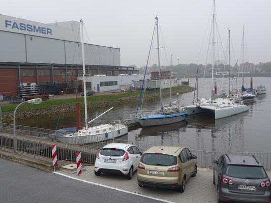 Am Steg des WSV-Motzen im Siel neben der Fassmer-Werft