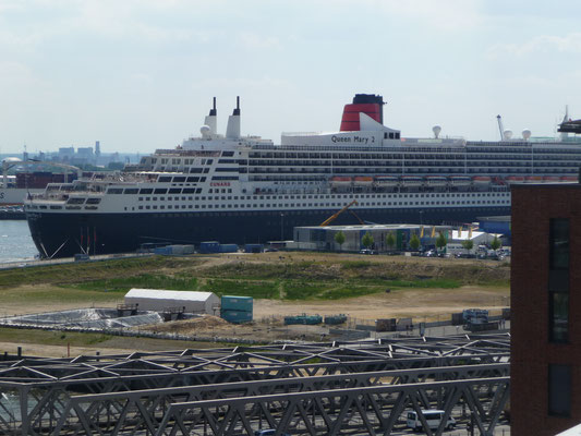 Queen Mary 2 ist zu Besuch am Cruise Center
