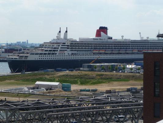 Queen Mary 2 ist zu Besuch am Cruise Center