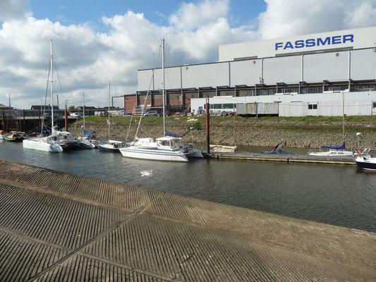 direkt neben der Fassmer-Werft