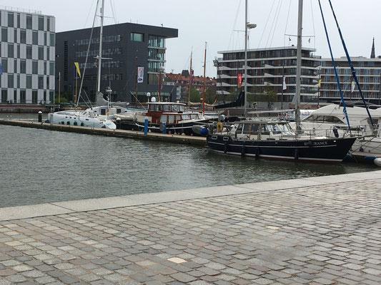 Bei Im -Jaich in Bremerhaven machen wir am X-Steg fest
