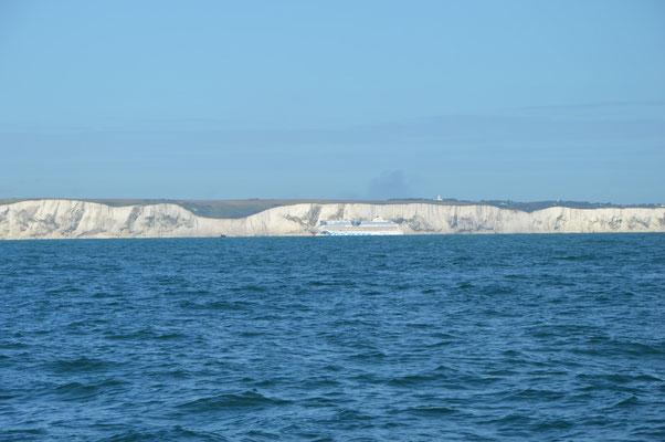 Ein AIDA-Schiff vor Dover