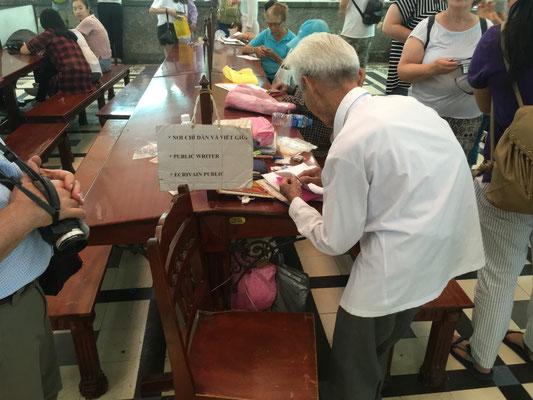 Der berühmte Briefschreiber in der Post von Saigon