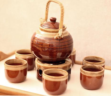 Teegeschirr für das Sarai (rituelles Teetrinken) vor der Meditation
