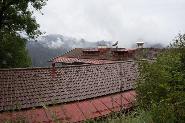 Blick über die Dächer der Schliersbach-Alm