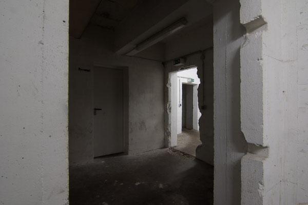 Verschachtelte Architektur des Eingangsbereichs im Erdgeschoss.