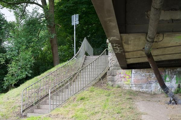 Aufgang zu einer Fußgängerbrücke über den Dortmund-Ems-Kanal