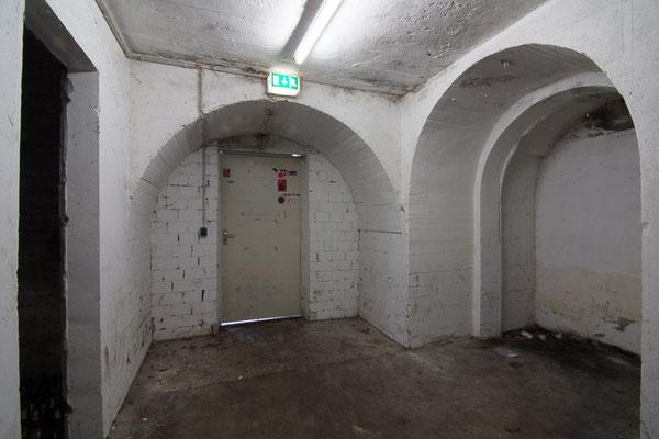 Eingangstür zu dem Bereich mit den Probenräumen