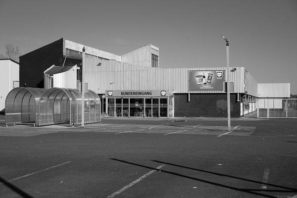Einkaufsmarkt im Industriegebiet