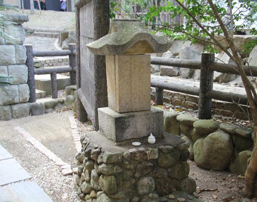 ユダヤ遺跡の灯篭